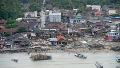 Photo of الطائرات المُسَيّرة والكلاب البوليسية تبحث عن ضحايا تسونامي إندونيسيا