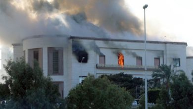 Photo of مقتل ثلاثة في هجوم انتحاري على وزارة الخارجية الليبية