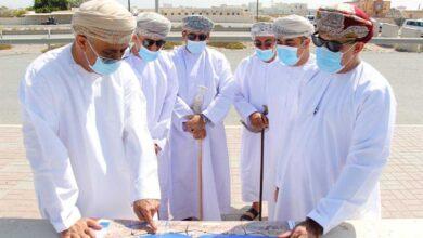 Photo of عدد من المسؤولين يتفقدون مراحل استكمال طريق الباطنة الساحلي..
