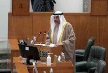 صورة رئيس الوزراء الكويتي يقدم استقالة الحكومة لأمير البلاد..