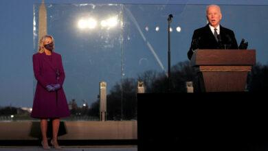 صورة أمريكا تطوي صفحة ترامب.. بايدن يتولى السلطة وسط انقسام عميق وجائحة شرسة..