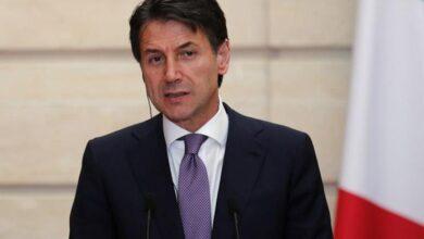 صورة جوزيبي كونتي رئيس الوزراء الإيطالي يفوز بالثقة في تصويت مجلس الشيوخ..